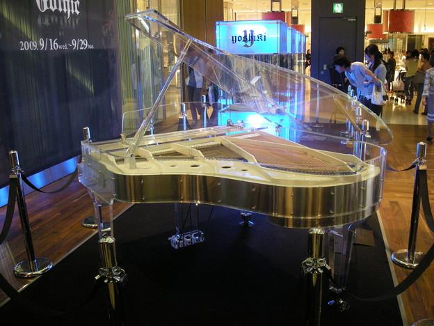 200909_YOSHIKI CRYSTAL PIANO(3)