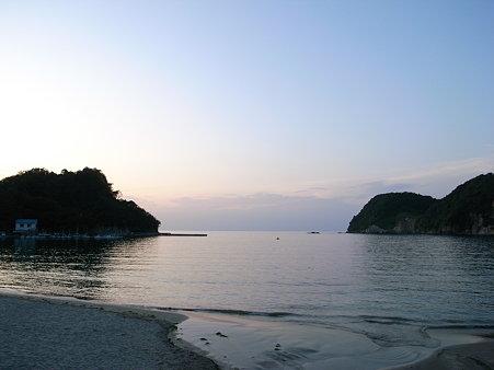 夕暮時の岩地海岸