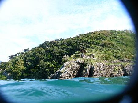 DiCAPac「WP-310」で撮影した田子・瀬浜海岸の尊之島の洞穴