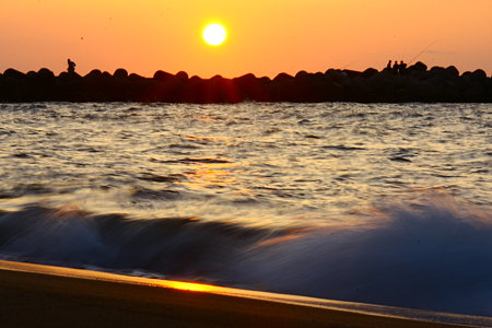 日本海に沈む夕陽と、光芒も!