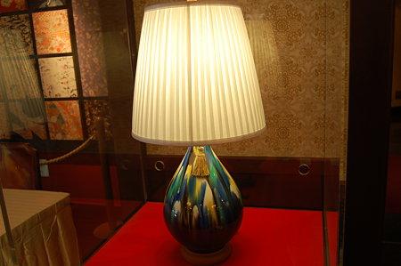白鳥路ホテル ロビーに展示の九谷焼のランプ