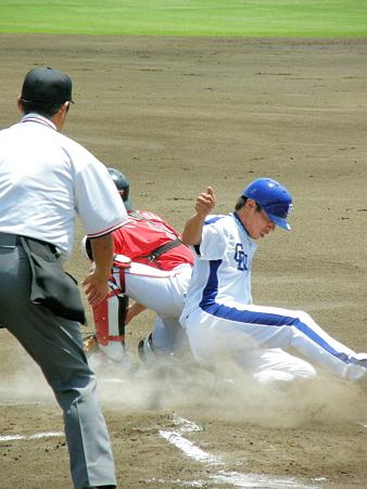 036 柳田が滑り込み、セーフ!
