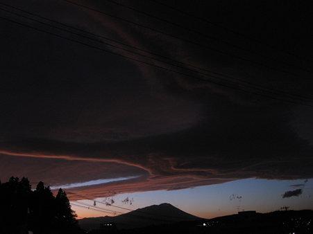 不思議な雲 3