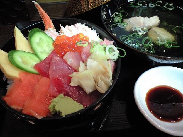 神保町の海鮮丼
