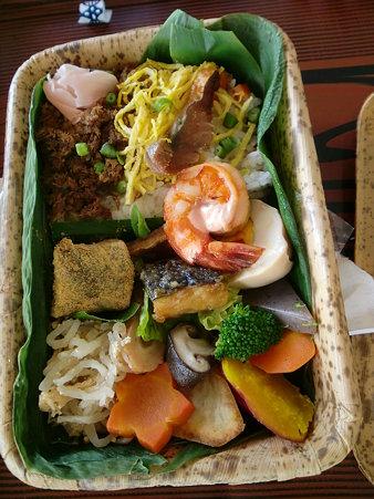 焼き鯖そぼろ寿司弁当