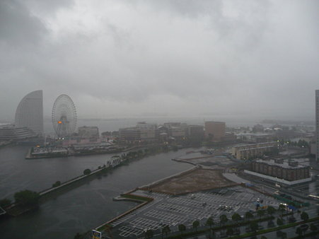 090810-ホテルから赤レンガ望遠(朝)