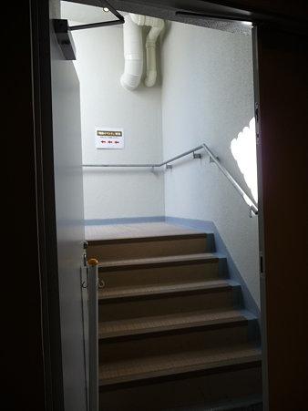 091012-マリンタワー 階段 (6)