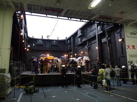 091024-ひゅうが 格納庫から船首リフター (20)
