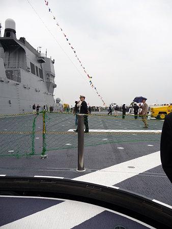 091024-ひゅうが 船首リフターに乗る (17)