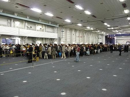 091024-ひゅうが 格納庫下船前 (5)