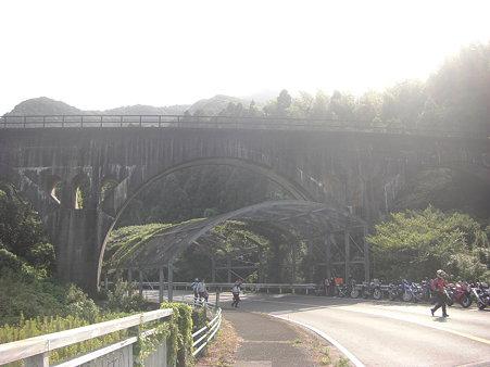 カーブした橋だそうです