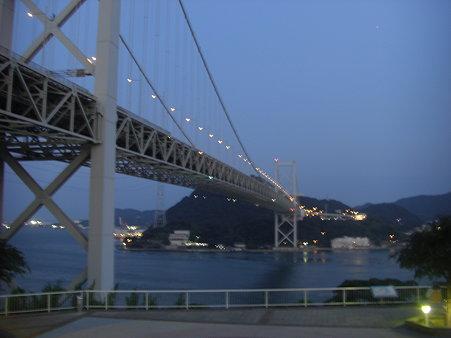 手振れの関門橋