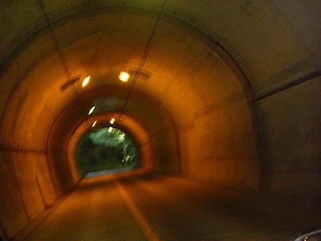 畑のトンネル