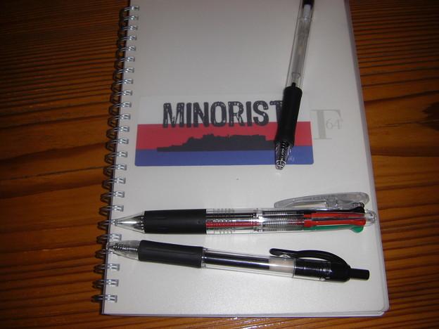 写真: マイナリストノートとケバケバ4色ボールペン