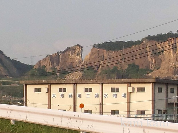 震災で崩壊した山