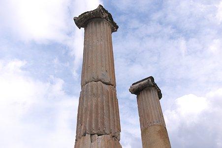2011.01.23 トルコ 古代都市エフェス ヴァリウスの浴場入口の柱