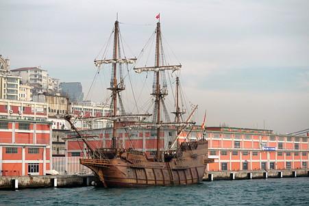 2011.01.28 トルコ イスタンブル ボスフォラス海峡クルーズ-大航海時代の帆船