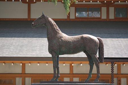 2011.04.11 靖国神社 戦歿馬慰霊像