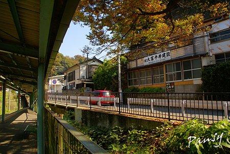 江ノ電 極楽寺駅にて・・