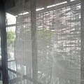 Photos: TEE-CRAFT工房のカーテンを、夏仕様の蚊帳のれんに変更。写真じゃわかりにく