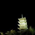 写真: 国分寺五重塔のライトアップ