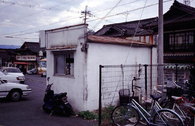 吉野タクシー営業所(裏側,吉野口駅,1998/10/8)(s113-21)