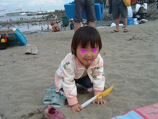 07051902潮干狩りというよりも砂遊び