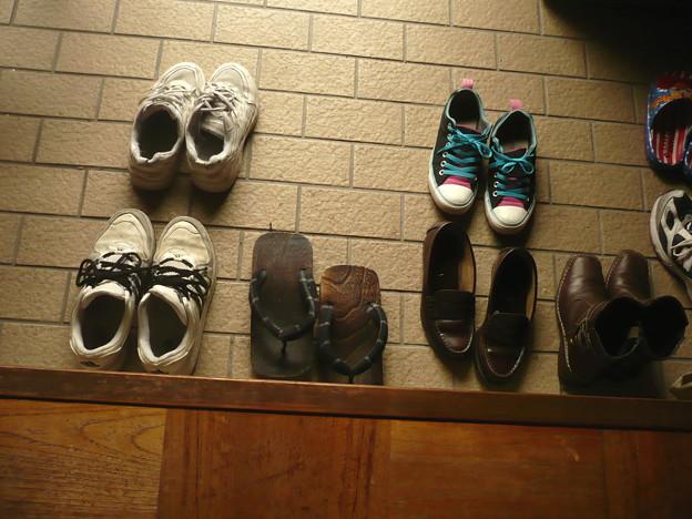 男の子と女の子の靴の脱ぎ方 時代は変わった