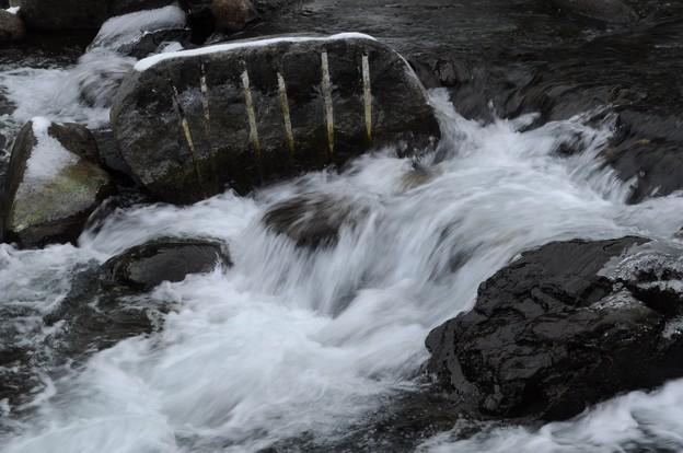 Photos: 割れた岩の不思議